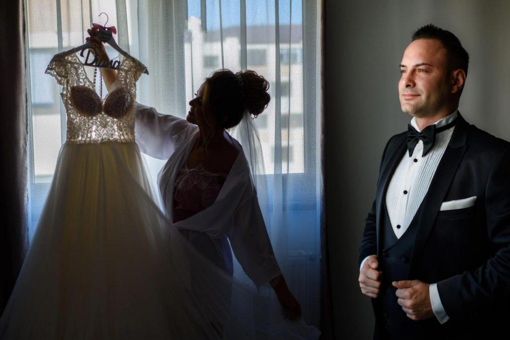 Dacă ai stabilita o ședință foto în ziua nunții, alocati-va cel putin 2 ore pentru aceasta, timp efectiv de fotografiere.