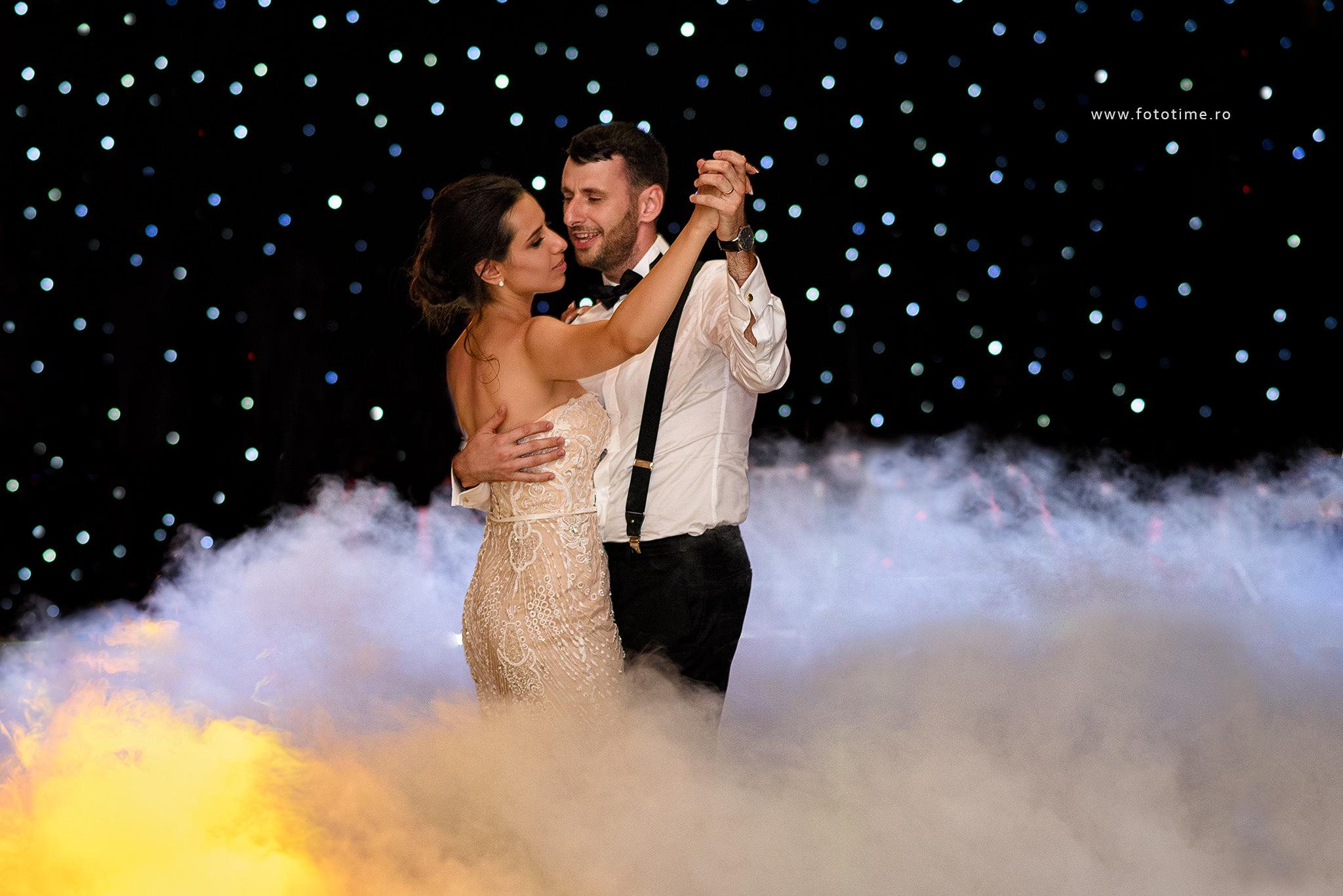 Fotograf Nunta Bucuresti - Dansul mirilor - FotoTime
